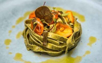 Fattuccine al Basilico con Olio Extra Vergine di Oliva e Pomodorino giallo semi-dry, foglia di cappero
